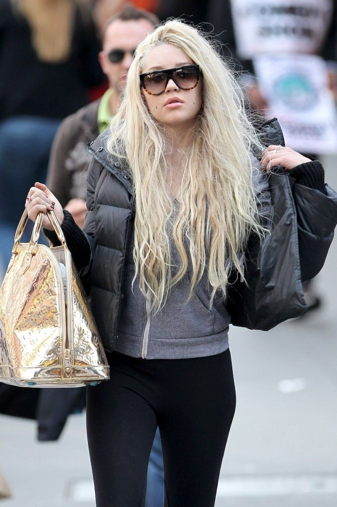 Queen Amanda Bynes 1st Day At School - http://oceanup.com/2014/01/19/queen-amanda-bynes-1st-day-at-school/