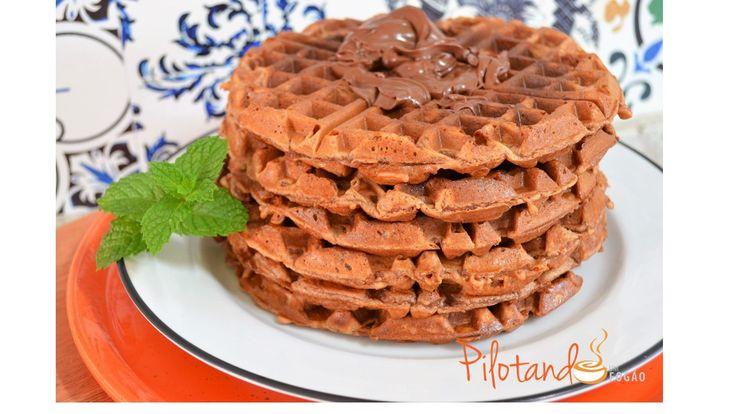 Essa receita de waffles de chocolate ficou super gostosa, e a criançada adorou. Bom, na verdade não foi só a criançada, todo mundo amou! Vem ver!