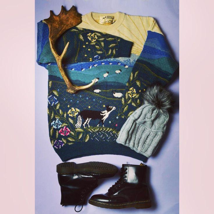 Weekend hike#oversized #knitted #jumper #knitwear #unique #pattern #hat #boots #drmartens #drmartensstyle #hiking #hikingadventures #weekend #weekendfun #szputnyik #szputnyikshop #budapest