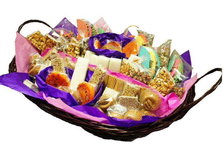 Canasta de dulces t picos canastas decoradas pinterest - Canastas de mimbre decoradas ...