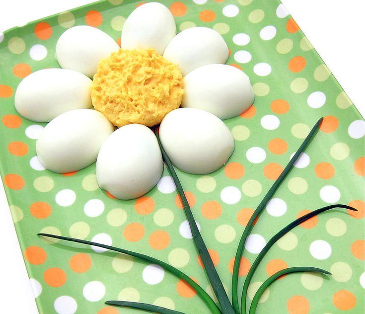Huevos cocidos en forma de flor para una cena divertida - Recetín