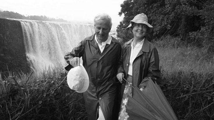 März 1988: Richard von Weizsäcker mit seiner Frau Marianne an den Victoria Falls in Simbabwe http://www.bild.de/politik/inland/richard-von-weizsaecker/alt-bundespraesident-richard-von-weizsaecker-ist-tot-39552990.bild.html