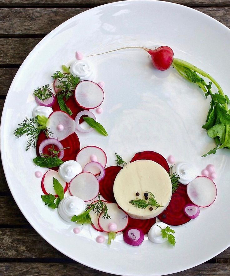 Beets and goats cheese. My take on the art of plating dish. #beetroot #food #beet #plating