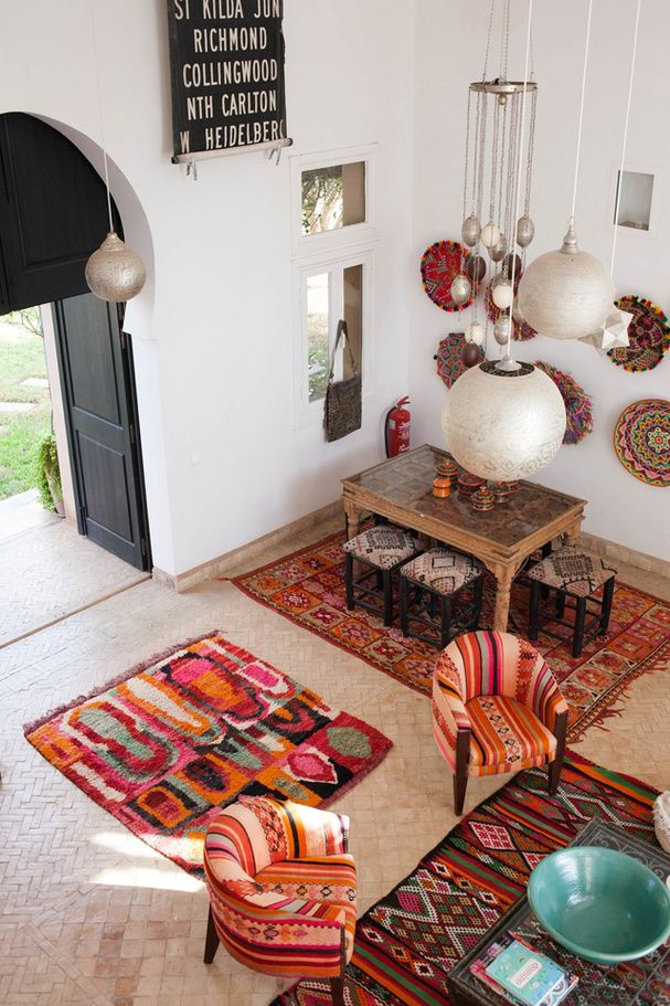 Un salon dans les tons chauds d'inspiration marocaine                                                                                                                                                                                 Plus