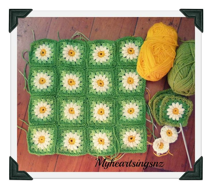 Crochet daisy cushion cover... a spring lawn!