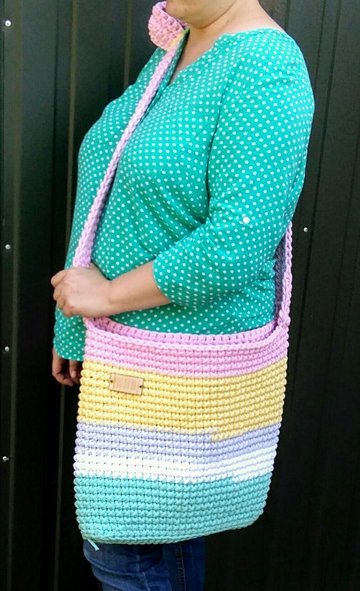 Świeżo zrobiona  #crochet #pasja #bag #handmade #crochetbag #torebka #torba #cord #white #mint #grey #pink #yellow #summer #pastelowa #sznurekbawełniany #szydełko