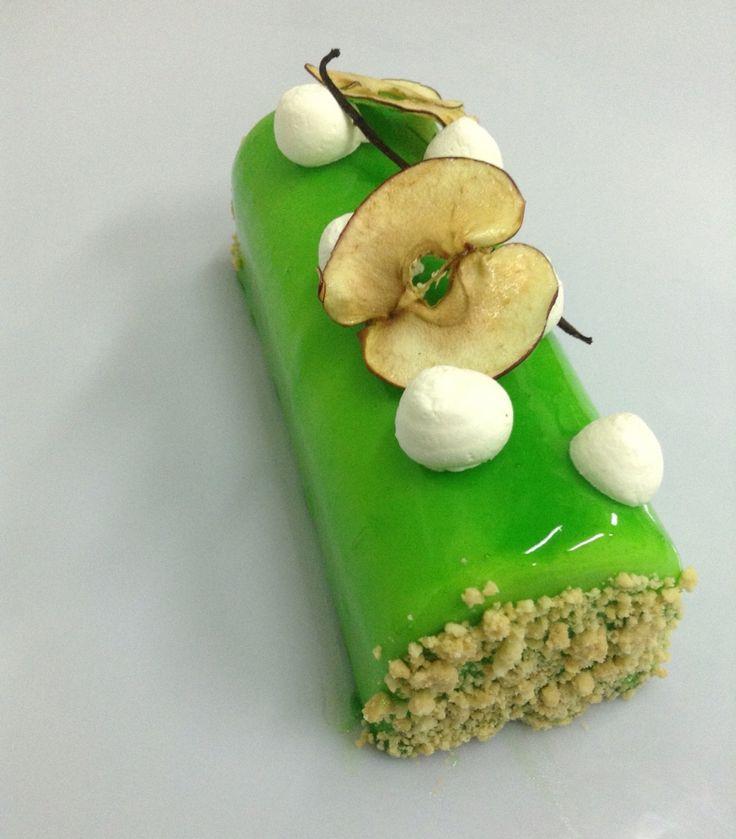#apple #greenapple #cinnamon #applemousse #apapastavrou #chefargiris #crumble Apple log! green apple mousse,insert genoise with  layer of apple  in caramel cooked in caramel,cinnamon,vanilla ,nappage green apple creation by chef patissier Argiris Papastavrou