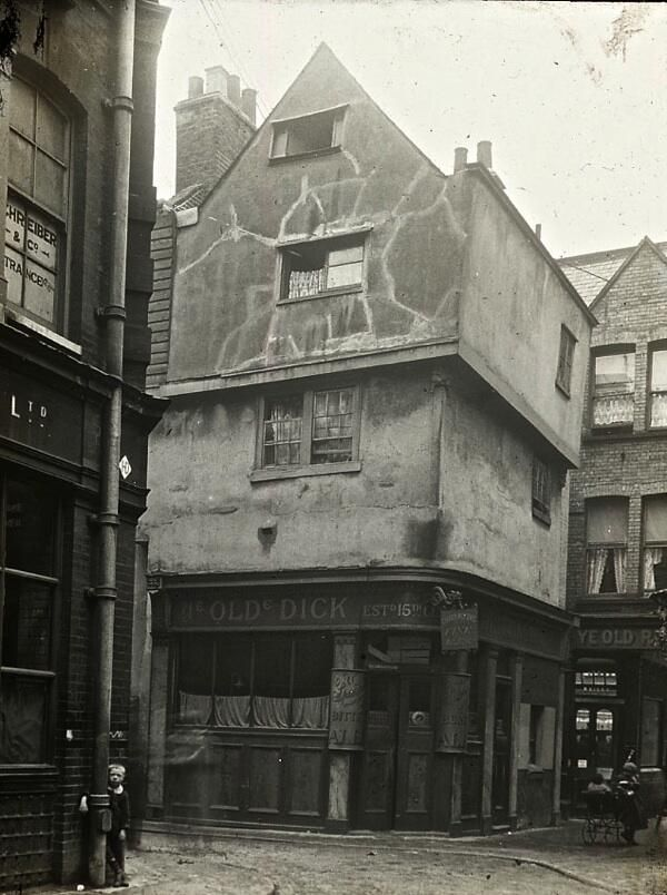 Dick Whittington's old house in London, late Elizabethan dwellings finally demolished in the 1890s (via Twitter / joeflanagan1)