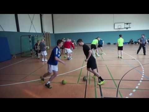 Handball-Übungen zur Ballgewöhnung