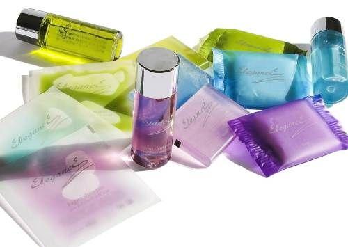 Rutina zilnică a femeilor implică folosirea demachiantului, a cremei de faţă, a produselor de machiaj şi a altor produse pentru igienă, multe dintre