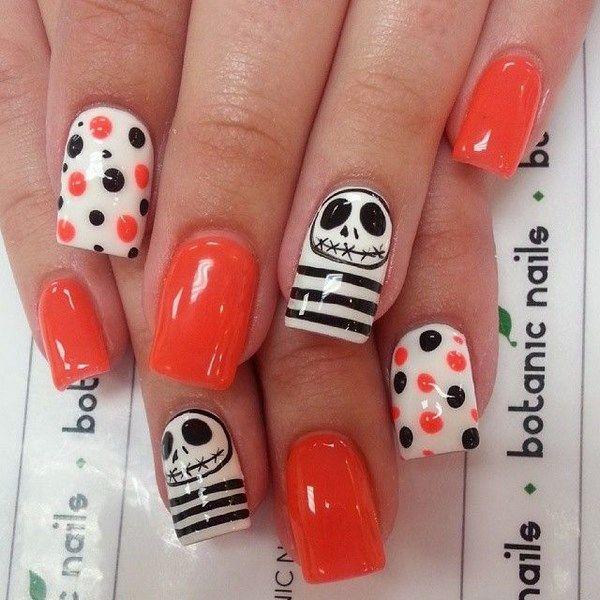 uñas naranja y negro con calaveras