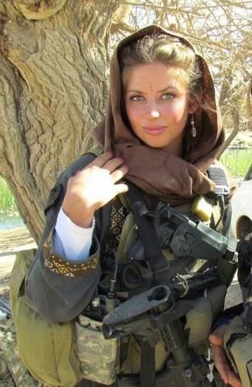 Rachel Washburn once carried pompoms. Now she carries an M4 carbine. The military brat who became an NFL cheerleader is today a first lieutenant in the United States Army. On Sunday, she was honored as a Hometown Hero by the Philadelphia Eagles, the team she cheered for from 2007 to 2009. Read KTLA's story here: http://ktlane.ws/1l81PCE