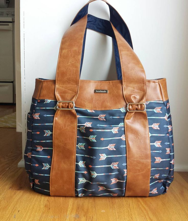 """""""❤❤ this diaper bag! This is the Swoon Evelyn pattern made with waterproof arrows fabric and #fauxleather. The market tote size is perfect for a medium…"""""""
