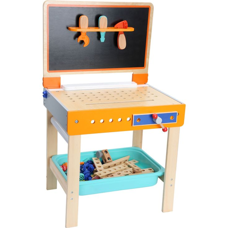 Ștrumfii îndemânatici și cei artiști vor avea la dispoziție toate ustensilele necesare. Banca de lucru și diferitele scule pot fi folosite la meșterit, iar tabla de desenat îi ajută la proiectare.  Banca de lucru impresionează prin multitudinea de accesorii. Tabla de desenat poate fi deschisă pentru desenat, sau închisă pentru a folosi banca pe post de masă de pictat. O jucarie nelipsită în camera unui ștrumf creativ.  #woodentoys #jucariieducative #kidsplay #jucariidinlemn #woodenstand