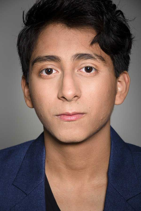 The 22-year old son of father Mario Quinonez and mother(?), 173 cm tall Tony Revolori in 2018 photo