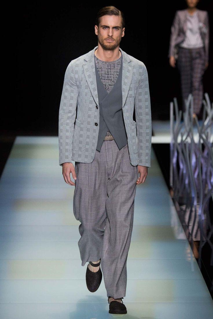 Giorgio Armani Spring 2016 Menswear Fashion Show