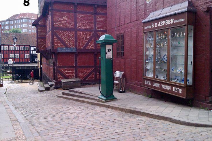 Den gamle By – glimt fra svundne tider Havbogade med benzinstander 1927 kvarter #Dengamleby #Aarhus #Århus #Dengamlebyiårhus