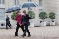 François Hollande et Angela Merkel: Chaque jeune âgé de moins de 25 ans devra se voir proposer une offre de qualité en matière d'emploi, de formation, d'apprentissage ou de stage