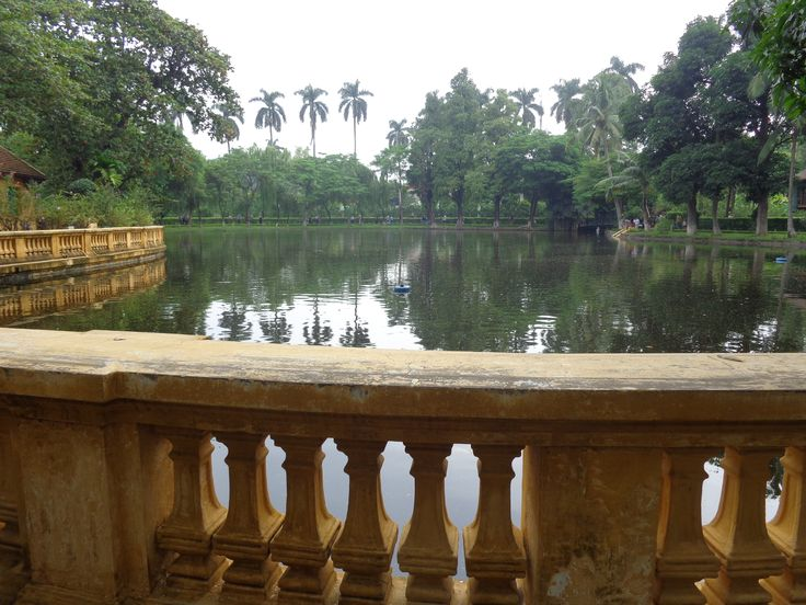 Präsidentenpalast Ho Chi Minh in Hanoi   #Entdeckungsreise #Fremdekulturen #Hanoi #Reiseempfehlung #Vietnam #Reisetipps #Fernreisen #Asien #Abenteuerurlaub #Exotisch #Frauenreisen #Präsidentenpalast #HoChiMinh #Mausoleum
