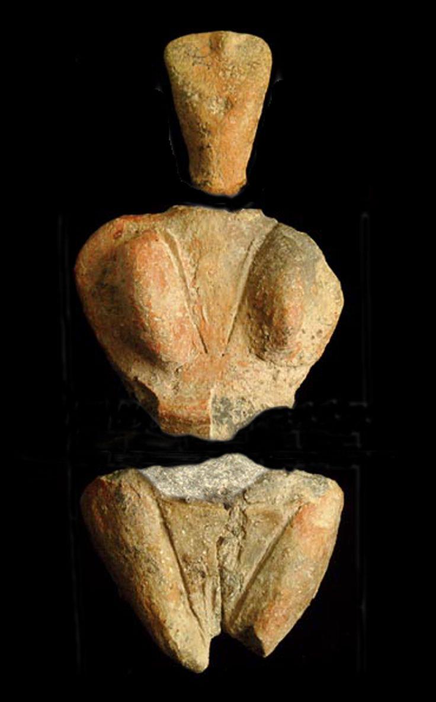 Déesse-mère ou déesse de la fécondité découverte sur le site de Skorba (4400-4100 BCE).  . . . . This is the only artefact on this board which is not from Terence Meaden's private collection.
