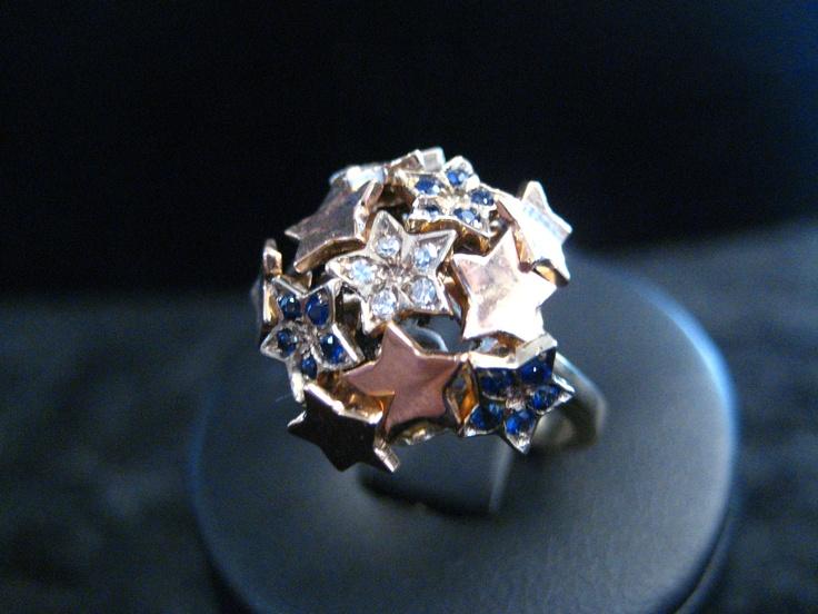 """Super offerta su lavorazione di arte orafa, """"pezzo unico"""" molto elegante e raffinato.  Anello in oro 7,8Gr bianco e rosa 18Kt  Diamanti 0,10, Zaffiri 20,15Ct   a soli 1,000.00€  www.mzcreazioni.com  info@mzcreazioni.com"""
