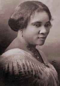 Madam C. J. Walker - Wikipedia Sarah Breedlove (n. 23 decembrie 1867 - d. 25 mai 1919), cunoscută ca Madam C. J. Walker, a fost o femeie de afaceri americană, cunoscută și pentru diverse acțiuni filantropice. A fost prima femeie devenită milionară prin forțe proprii din istoria SUA.   https://ro.wikipedia.org/wiki/Madam_C._J._Walker