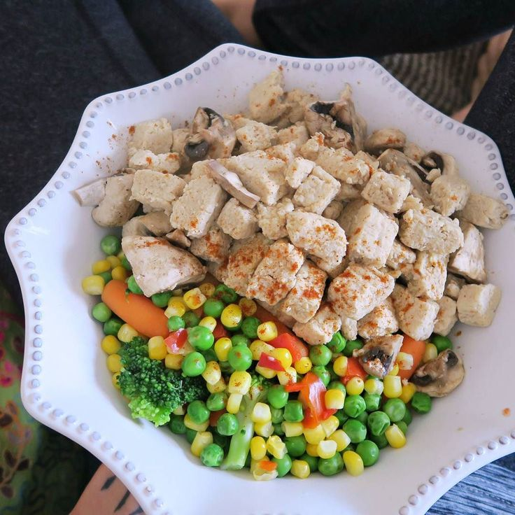 B R E A K - F A ST I've been having these vegan Quorn pieces once or twice a week for my first meal of the day served with nearly a whole bag of frozen veggies It's a really easy savoury meal to make & provides loads of protein There's not many Quorn products that are vegan in the UK just these and some spicy bean burgers which is a shame because they have an absolutely h u g e range of products and I'd love them to veganise them all! I don't like to have mock meats too often as I prefer…