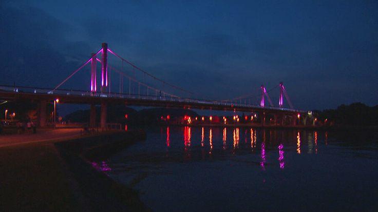 Hangbrug in Kanne kleurt roze voor Tom Dumoulin