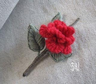 독립입체자수 장미브로치. 자수디자인ㅡ #소금빛자수 #입체자수꽃나무열매 #손끝에서피는꽃과자수 #모사자수실 #자수재료 #입체자수 #장미자수브로치 #독립입체자수 #embroidery #needlework #stumpwork #brooch