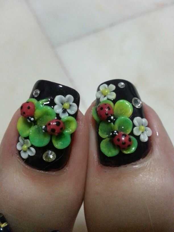 3d ladybugs and clovers. I'd never do this to my nails, but this might be cute on a cellphone case. So detailed.