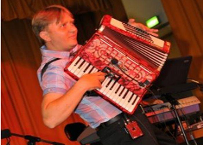 """Musikgruppe """"TREND"""" : 15 Jahre Erfahrung!!! Live Akkorden, Saxofon! .Hochzeitsmoderation auf hohem Niveau in deutsch, oder russisch!!! Musikgruppe TREND, Musikband und Tamada aus Landshut in Bayern"""