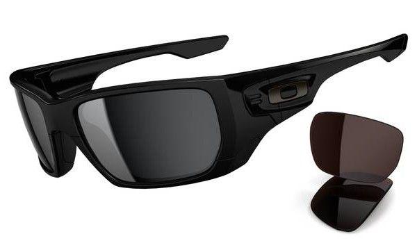 OAKLEY Style Switch Polished Black/ Black Iridium & Vr28 Black Iridium napszemüveg.  Egy igazán ütős Oakley napszemüveg, melyhez egy pár cserélhető lencse is jár, hogy bármilyen környezeti viszontagsághoz alkalmazkodni tudjon a szem. KATTINTS IDE!