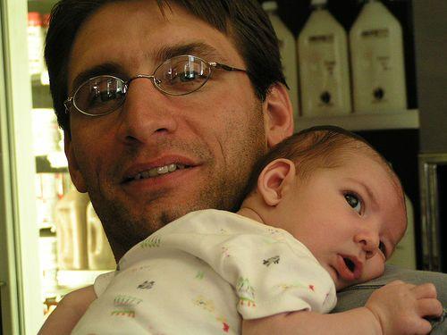 Stillen ist eine Sache von Mutter und Kind - der Vater ist dabei außen vor... Stimmt nicht. Es kommt vor allen Anderen auf den Vater an!