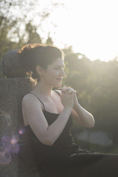Dida Castro_mezzosoprano_Photo shoot_books - Barcelona