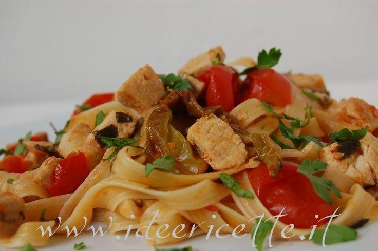 Ricetta Tagliatelle con pesce spada, friggitelli e pomodorini