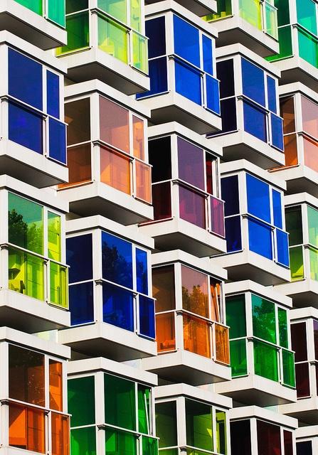 Color en la fachada del Hotel Hesperia de Bilbao
