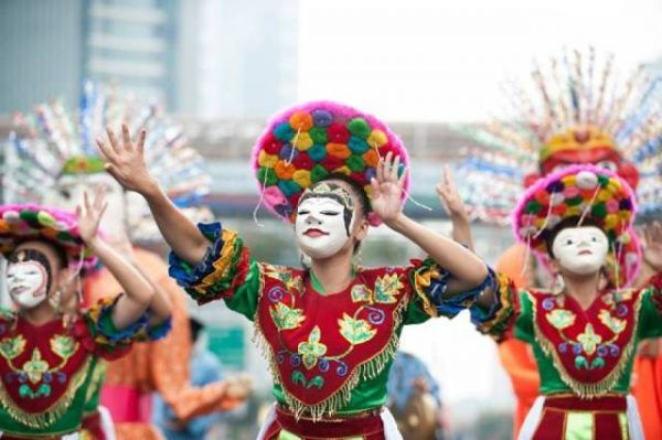 Woouw.. Remaja Meksiko tampilkan tari tradisional Indonesia