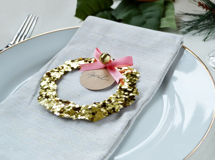 Glitter Wreath Place Cards