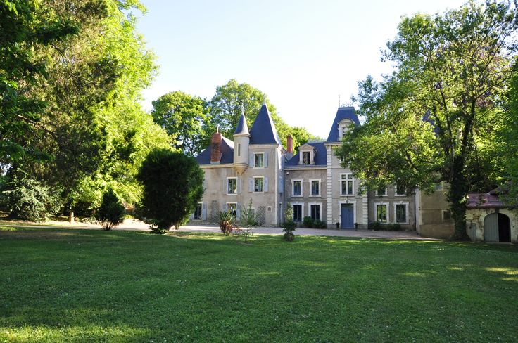 Chateau in France (MD3813990) -  #Castle for Sale in Vichy, Auvergne, France - #Vichy, #Auvergne, #France. More Properties on www.mondinion.com.