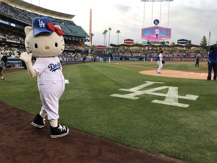 Hello Kitty is having a super fun time with the Los Angeles Dodgers ⚾️ Hello Kitty, May 2017