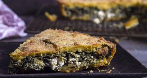 """Τραγανός πλαστός από τον Άκη Πετρετζίκη.Παραδοσιακή χορτόπιτα με καλαμποκάλευρο.Όπως λέει και το όνομά του είναι μία πίτα """"πλαστή"""" χωρίς φύλλο εύκολη και γρήγορη"""