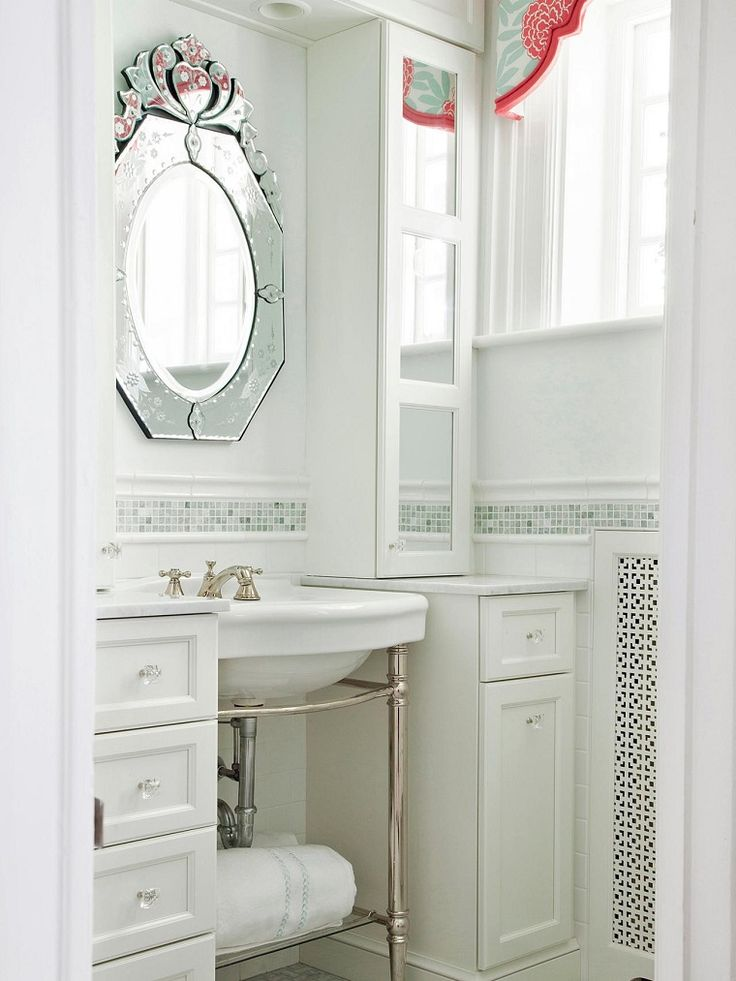 espejo de lujo en este bao blanco