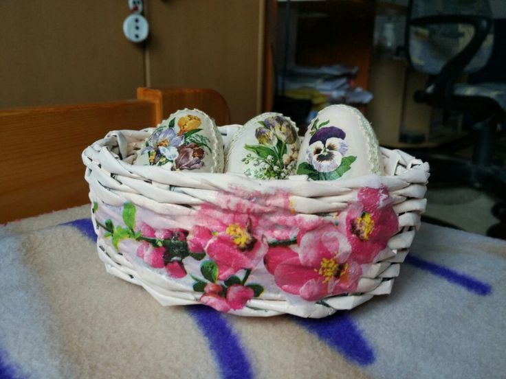 papírkosár tojásokkal