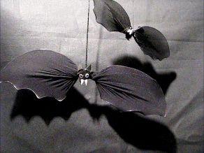 Ideas art for everyone, DIY - Joanna Wajdenfeld: Bats from old tights,