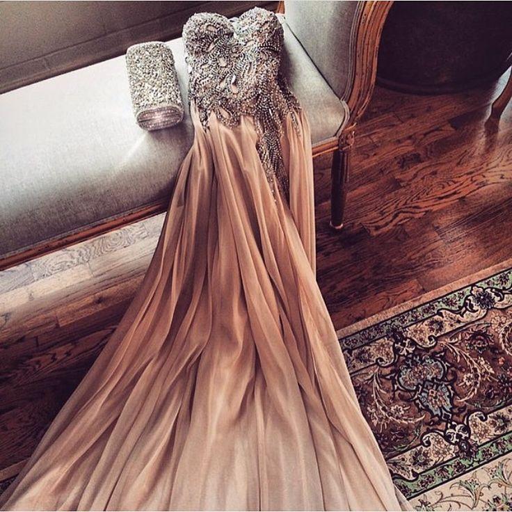 This dress tho