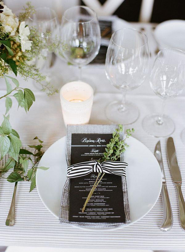 ボーダーやチェックを取り入れれば白黒でも華やかに♡ モノトーンのメニュー表まとめ。シンプルな結婚式のメニュー表一覧。
