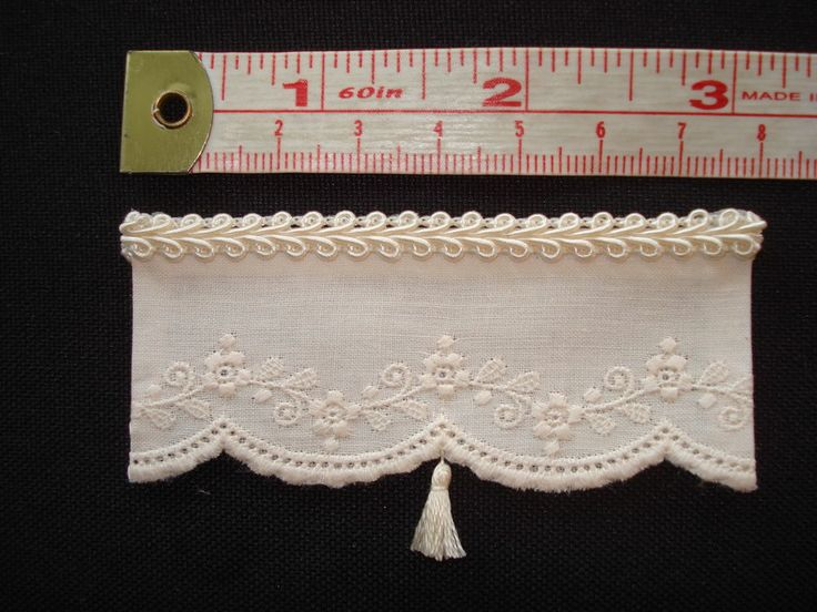 Cream Antique Style Dollhouse Curtains w/ Flowers & Tassel