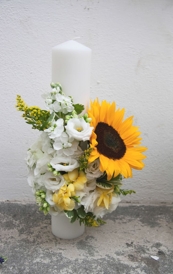 Joyful sunflower candle for the unconventional souls!