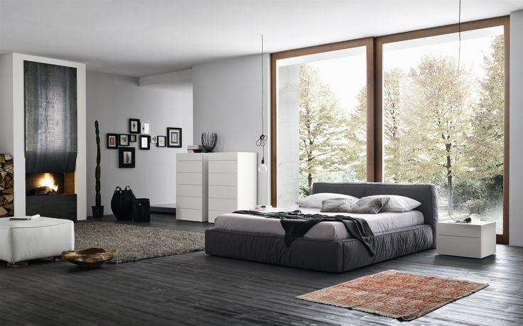 Szara sypialnia jest nieskończenie nowoczesnym, neutralnym rozwiązaniem, które pozwoli wspaniale wyciszyć się po dniu pełnym wrażeń.   #szarasypialnia  #dekoracjedosypialni  #DecoArt24