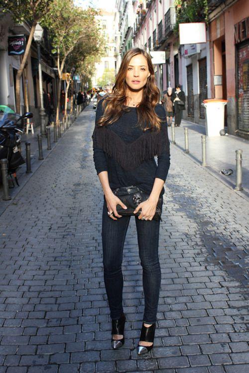 all black: Anniversary, Fashion, Footwear, All Black, Street Style, White, Hair Style, De Primeriti